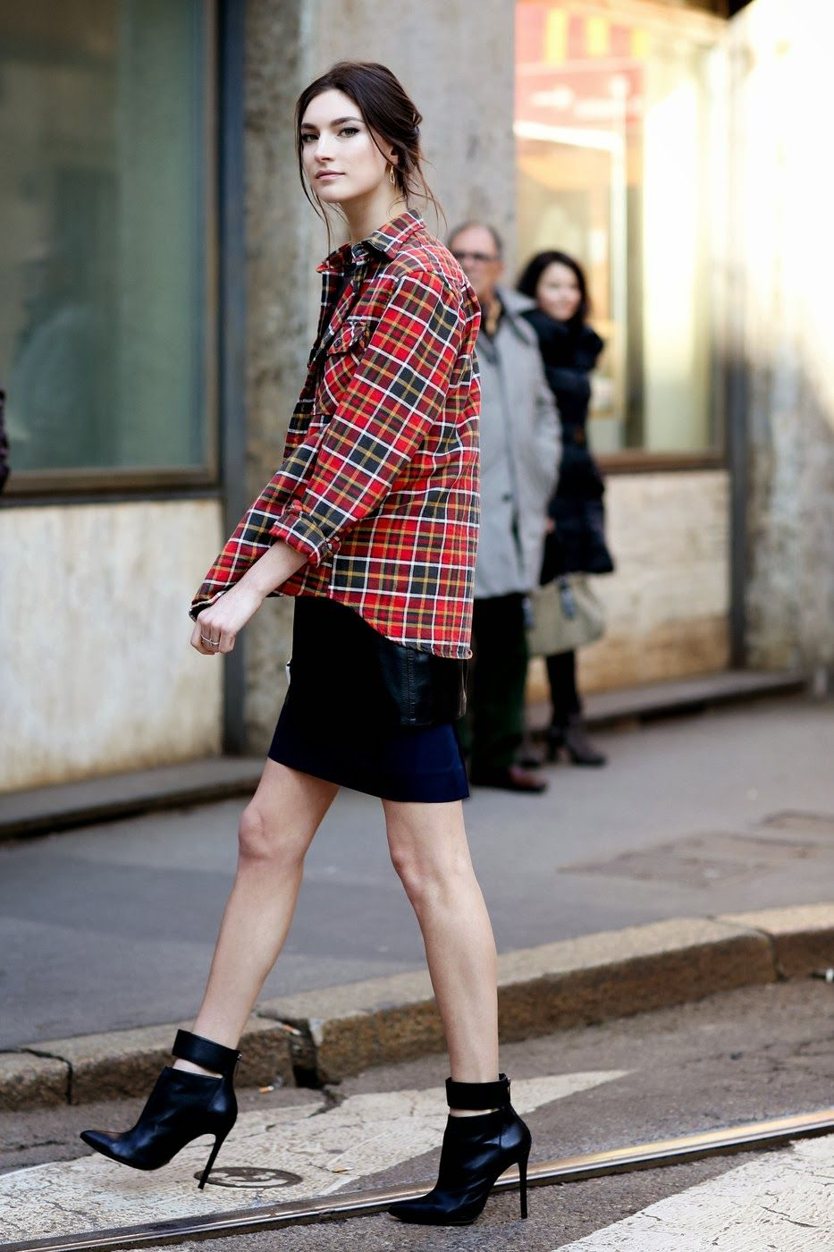Model street style milan fashion week aw plaid street