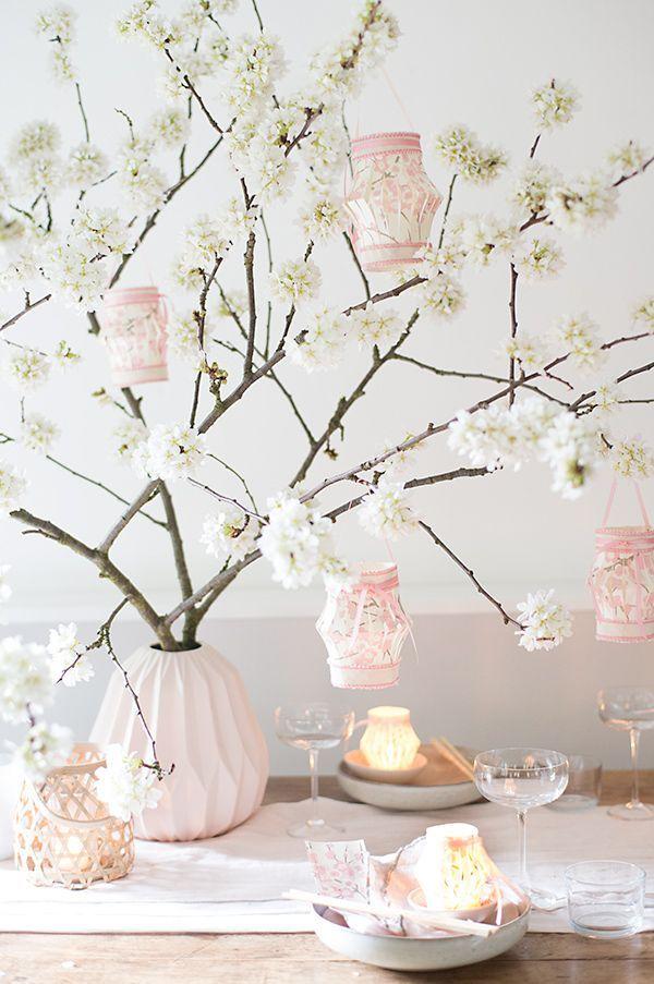 für ein asiatisches essen mit meinen liebgewonnenen business-ladies (hier hatte ich schonmal von ihnen berichtet), hatte ich als deko ein asiatisch anmutendes lichterfest mit kirschblüten im kopf. vie