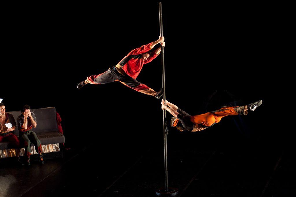 https://flic.kr/p/aSaeMt | Mât chinois | Extrait du spectacle Carré Curieux de la compagnie belge Le Carré Curieux, lors du festival Montréal Complètement Cirque 2011.