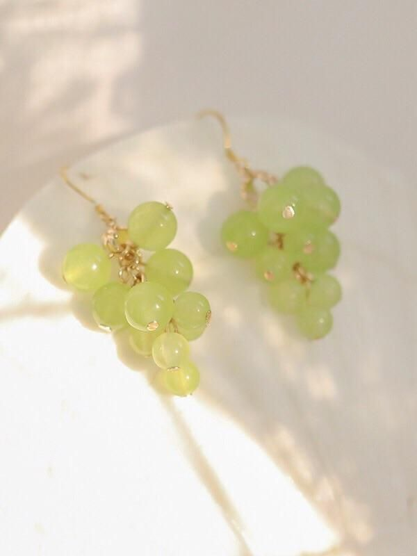 Introduce eye-catching earrings & ear clips to your one-of-a-kind treasure. These Green Grapes Earrings & Ear Clips will turn everyday items into designed colorful items that also spreads your fashion taste. It's durable for your daily wearing, suitable for a variety of occasions. Made from 925 sterling silver and acrylic Length: 3.5 in | 9 cm