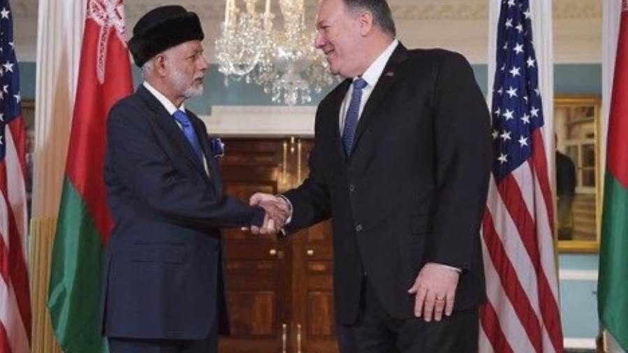 عمان وأمريكا بالحل السياسي يزدهر السلام والأمن في اليمن Shows Academic Dress Scenes