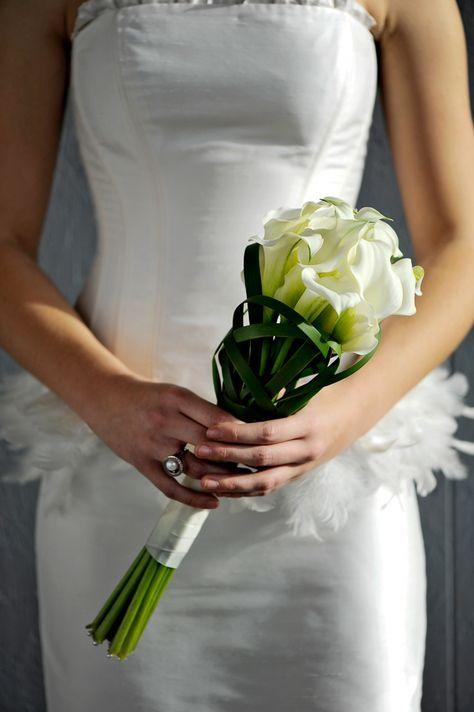 Brautstrauss In Weiss Und Grun Zepter Hochzeit Flowers Living