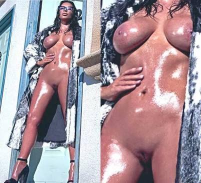 Kourtney kardashian nude tits share
