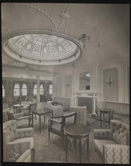 """Library of the S.S. """"Lusitania"""" 1907 - Byron Company (photographer) NYC - Museum of the City of New York"""