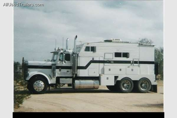 It S A Freightliner 18 Wheeler Converted Into A Class A Motorhome Motorhome Freightliner Trucks Freightliner