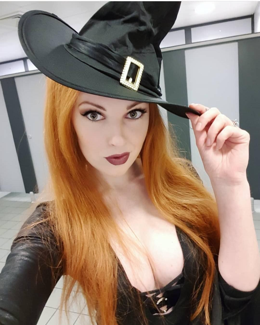I Love Redheads On Instagram We Want To Repost More Halloween Looks So Start Tagging Us In Your Halloween Photos Redheads I Love Redheads Beautiful Redhead