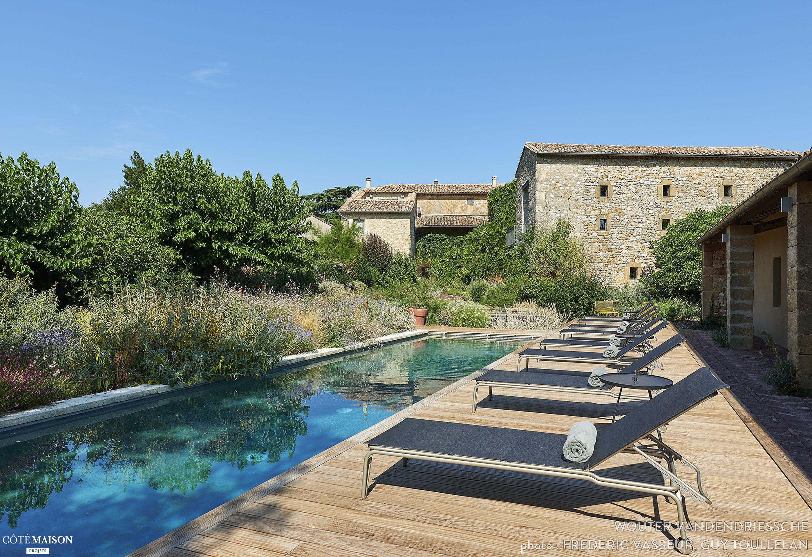 terrasse avec piscine d 39 une maison d 39 h tes dans le gard. Black Bedroom Furniture Sets. Home Design Ideas
