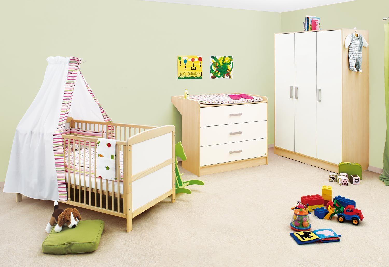 Kinderzimmer Florian mit breiter Wickelkommode und 3