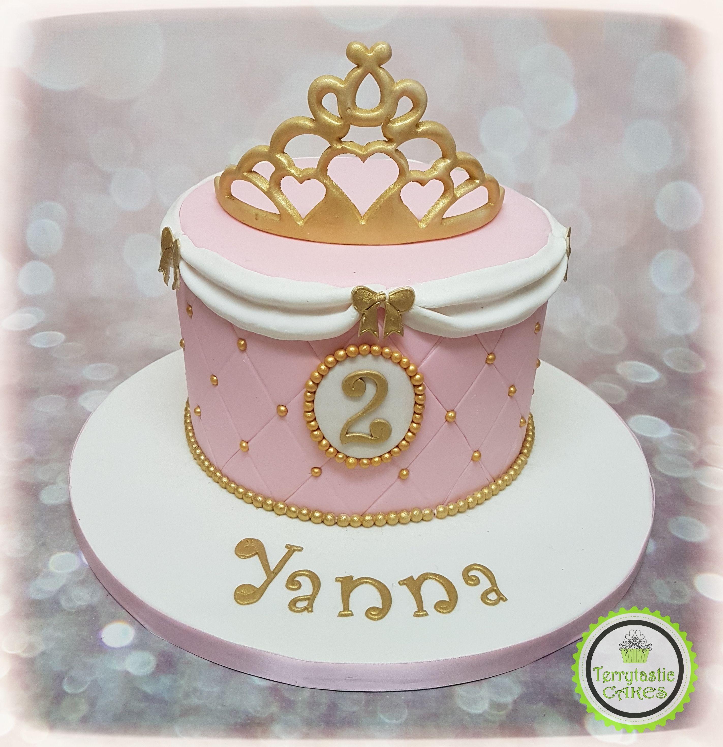 Awe Inspiring 27 Amazing Image Of Crown Birthday Cake Crown Birthday Cake Funny Birthday Cards Online Alyptdamsfinfo