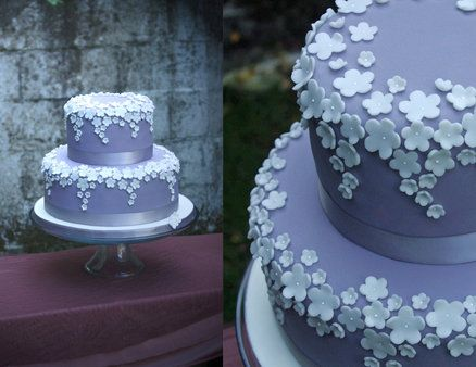 Sophisticated elegance wedding cake---- I love the way they did the daisies! This with an avacado green cake!!