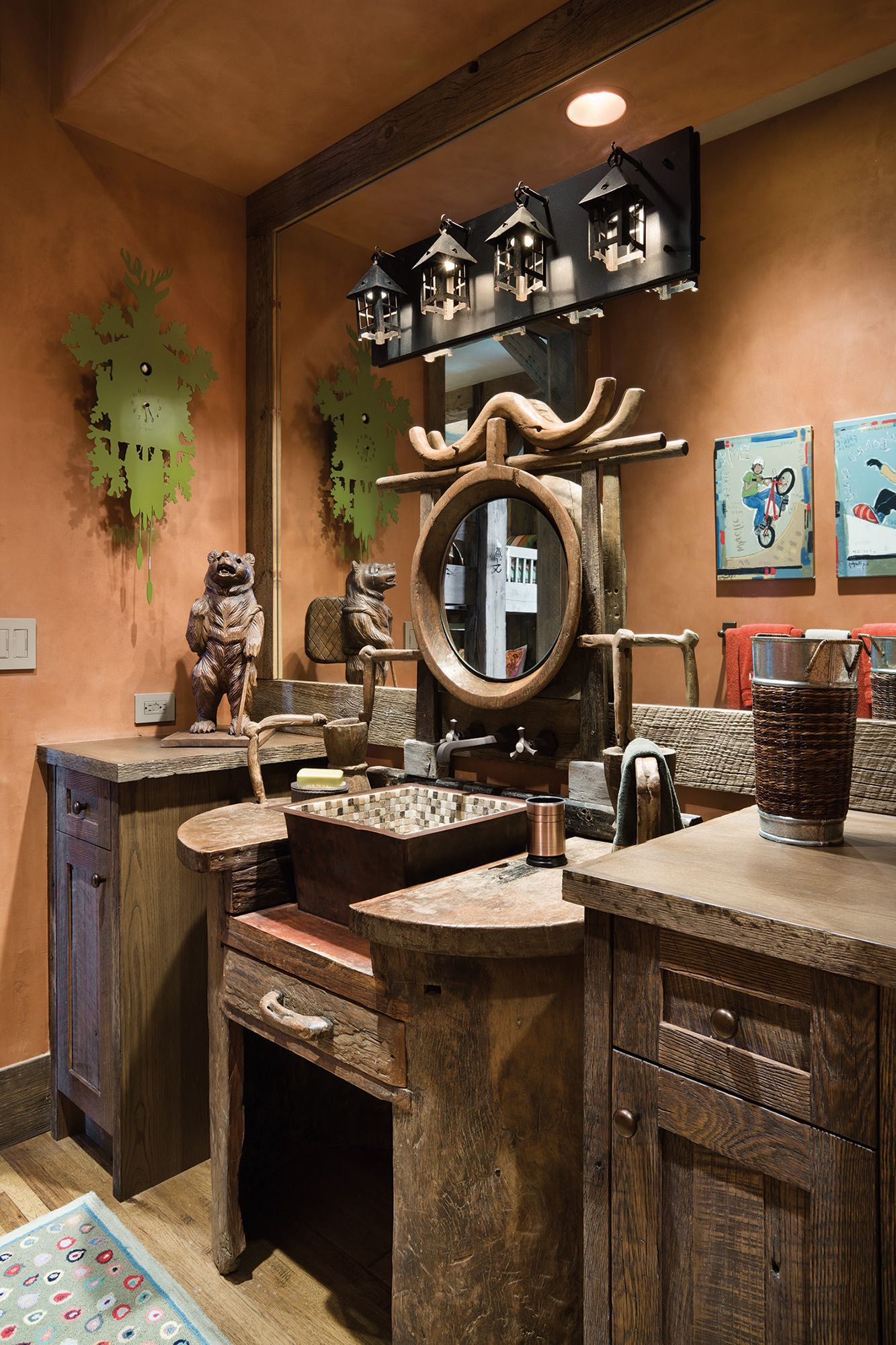 Big Sky Journal - Incorporatingantiques and rusticdetails for this homewas half the fun forinterior designerJanet Baker and herlong-time client.This powder roomencompasses all theplayful elements ofdesign for the kids' bunkroom.