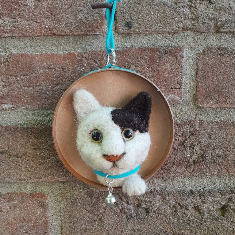 A needle felted cat head made by needlefelt_crafts on