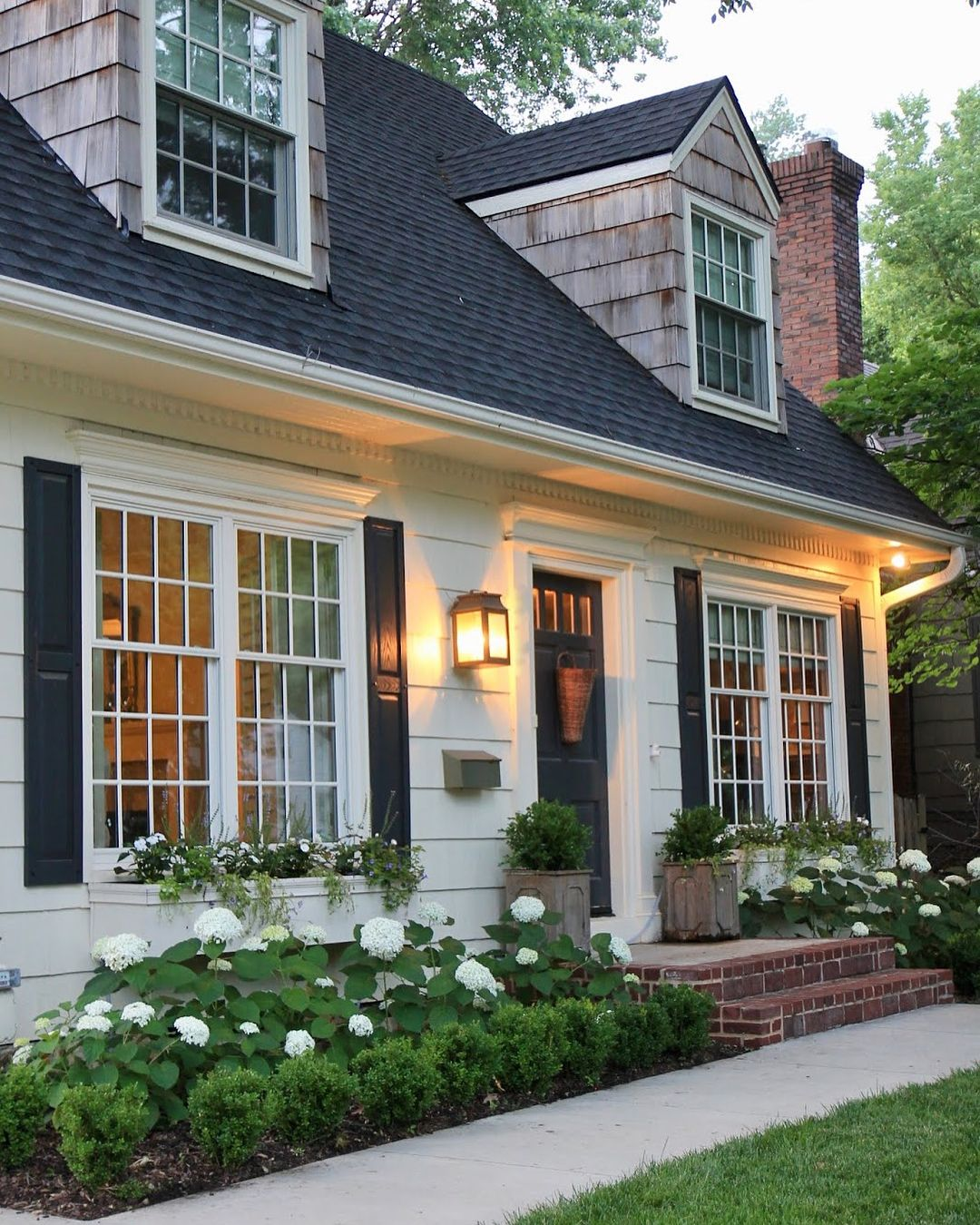 Pin By Sam Carlson On Curb Appeal Cottage House Exterior Cottage Homes Cape Cod House Exterior