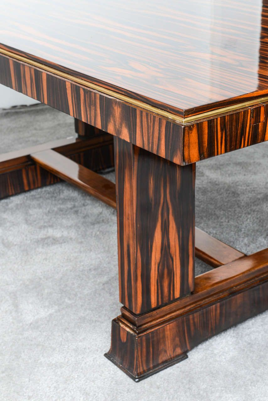 French Art Deco Table in the style of Ruhlmann. Perfect Art Deco design in high quality Macassar wood. (hva)