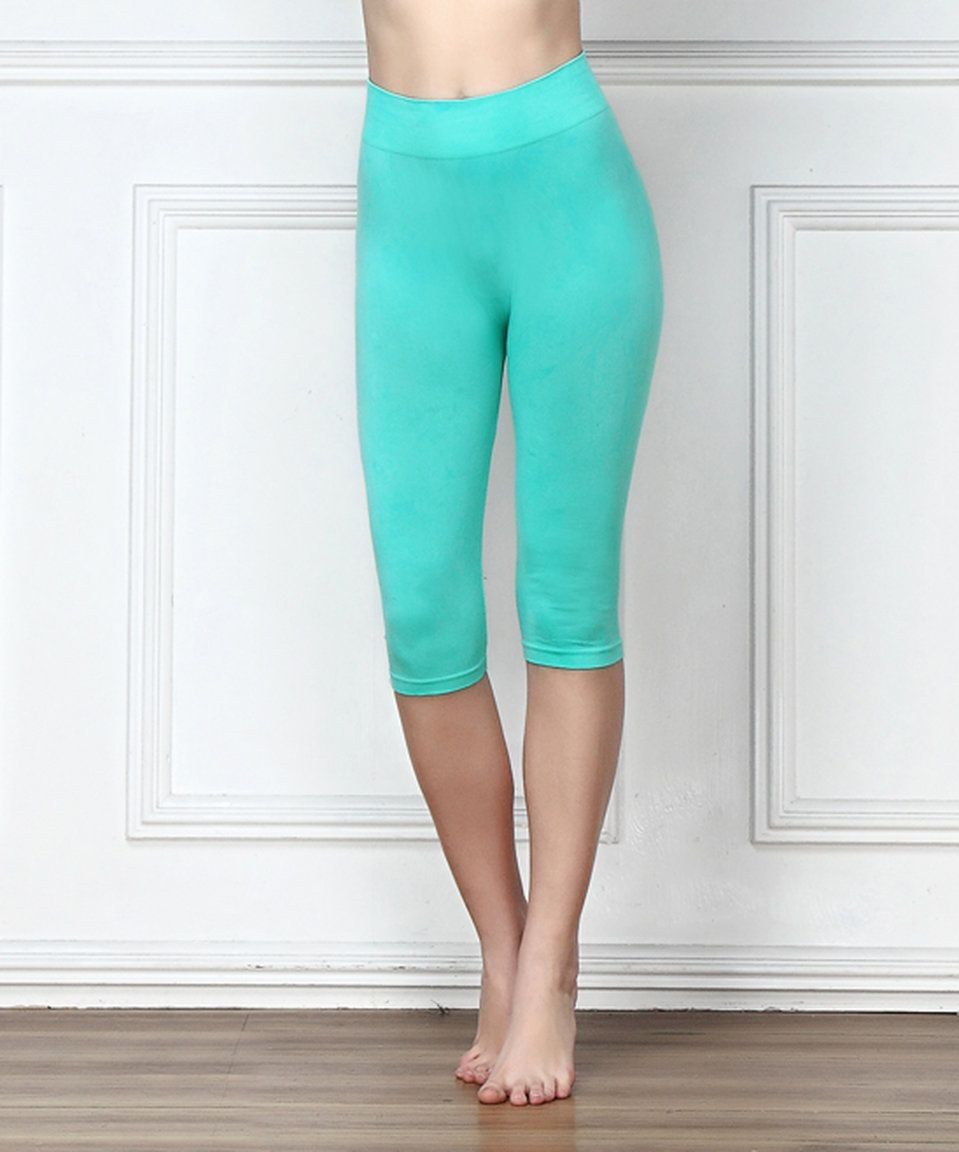 Take a look at this Turquoise Seamless Three-Quarter Leggings today!