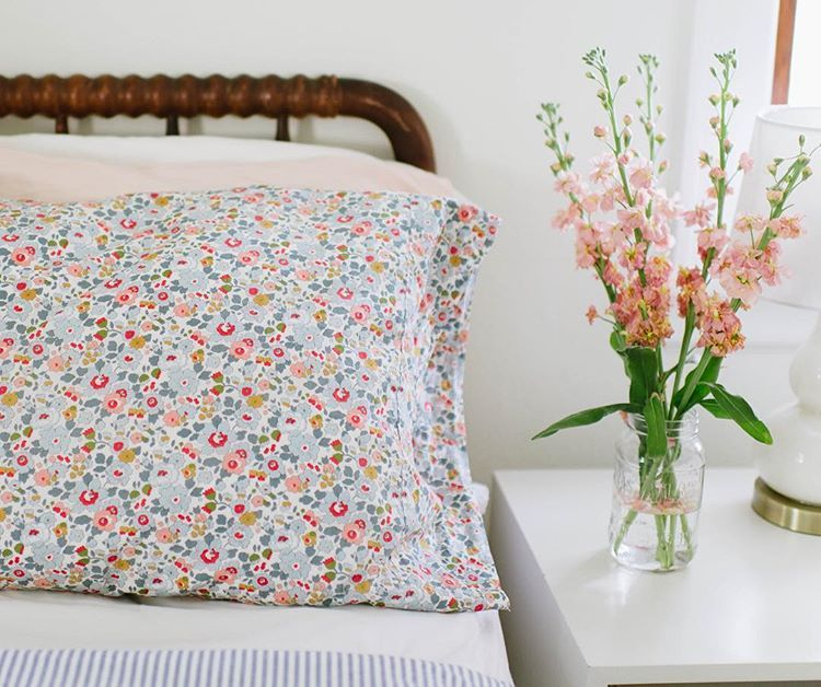 Floral Pillow Cases An Easy And Simple Way To Update Your Bedding Floral Pillowcase Pillows Floral Pillows