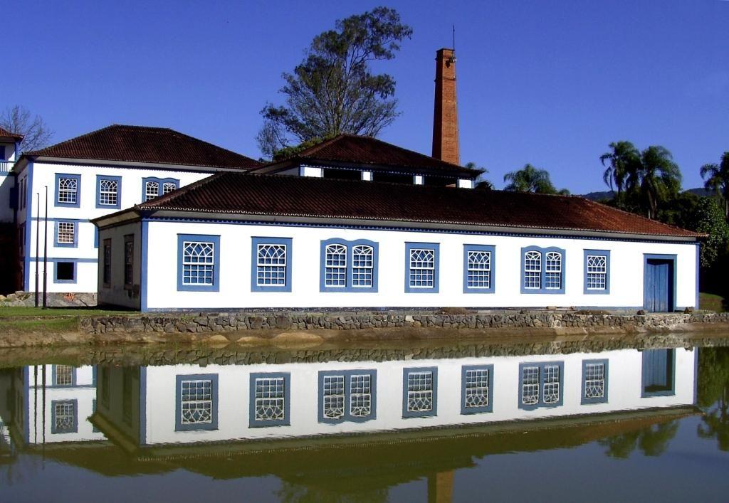 Fazenda Cachoeira cachaça Rochinha   Fazenda, Casas de fazenda, Casas coloniais