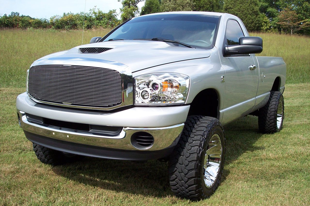 The dodge ram 2500 is the three quarter ton heavy duty dodge pickup the boldly styled ram replaced the previous dodge pickup in 1994 and for 1998 the quad
