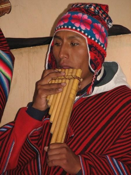 Amantani One Of Our Hosts Playing The Panpipe Zampona Uno De Nuestros Anfitriones Tocando La Zampona World Music Musicals Pan Flute