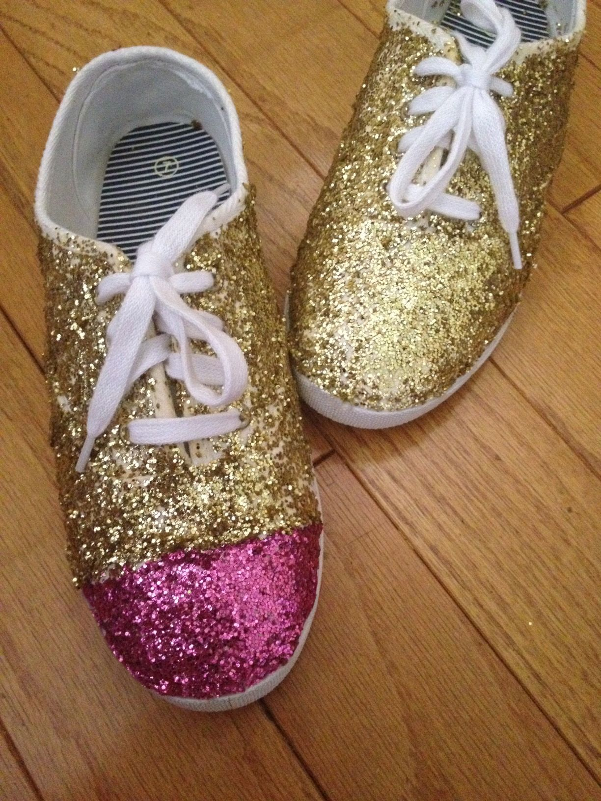 Justine Magazine | DIY sparkle sneakers