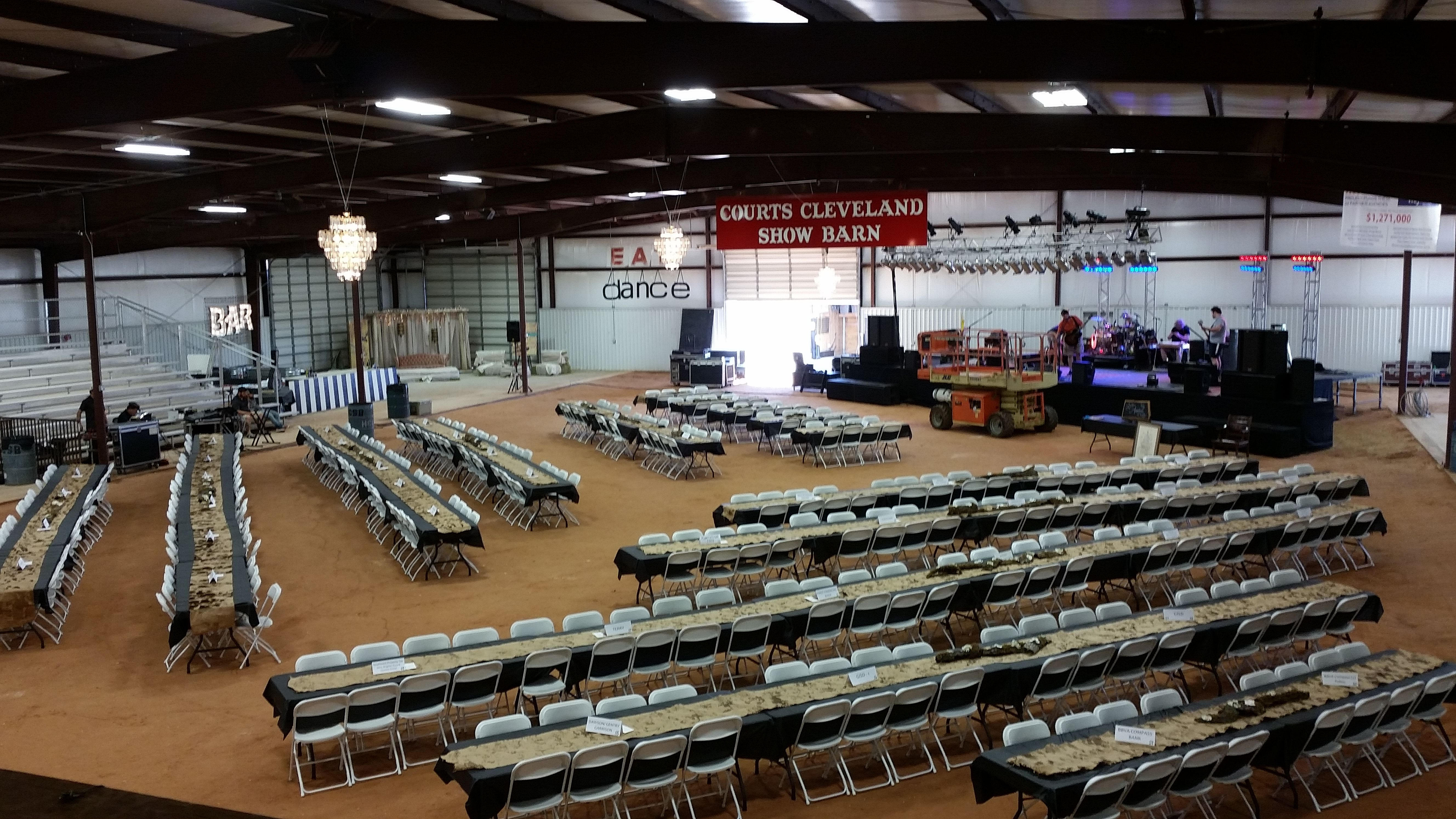 Massive Venues? No problem United Way Goes Country 2014