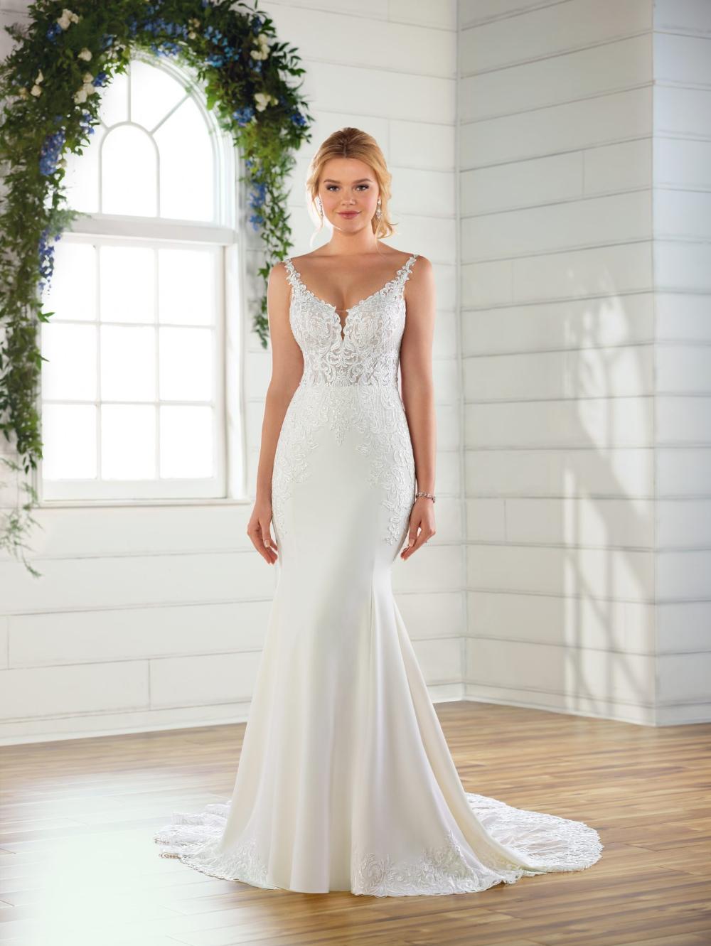 Vneck crepe wedding dress Kleinfeld Bridal in 2020