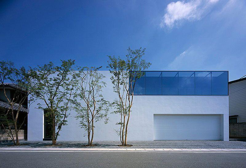 T House, una casa minimalista con cinco patios, del estudio Baqueratta
