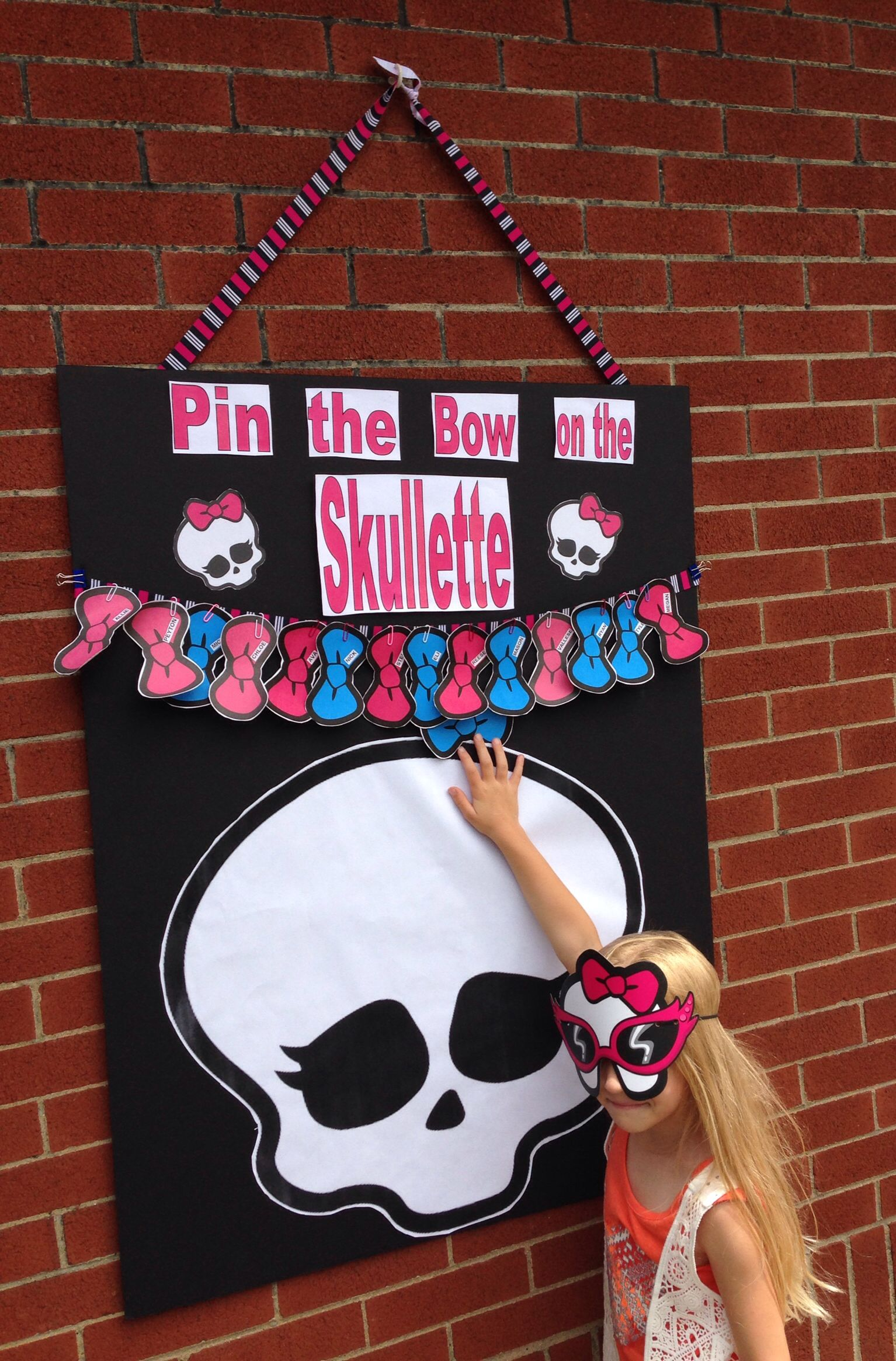 Pin the Bow on the Skullette game for Monster High Party   Monster ...