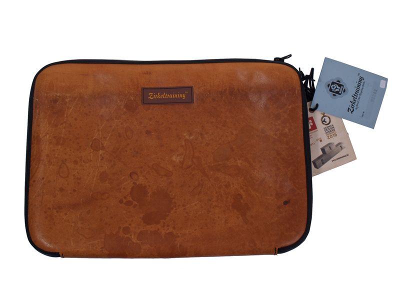 Laptoptasche aus recyceltem Sportgeräteleder von Zirkeltraining bei Kult-Design-Unikate