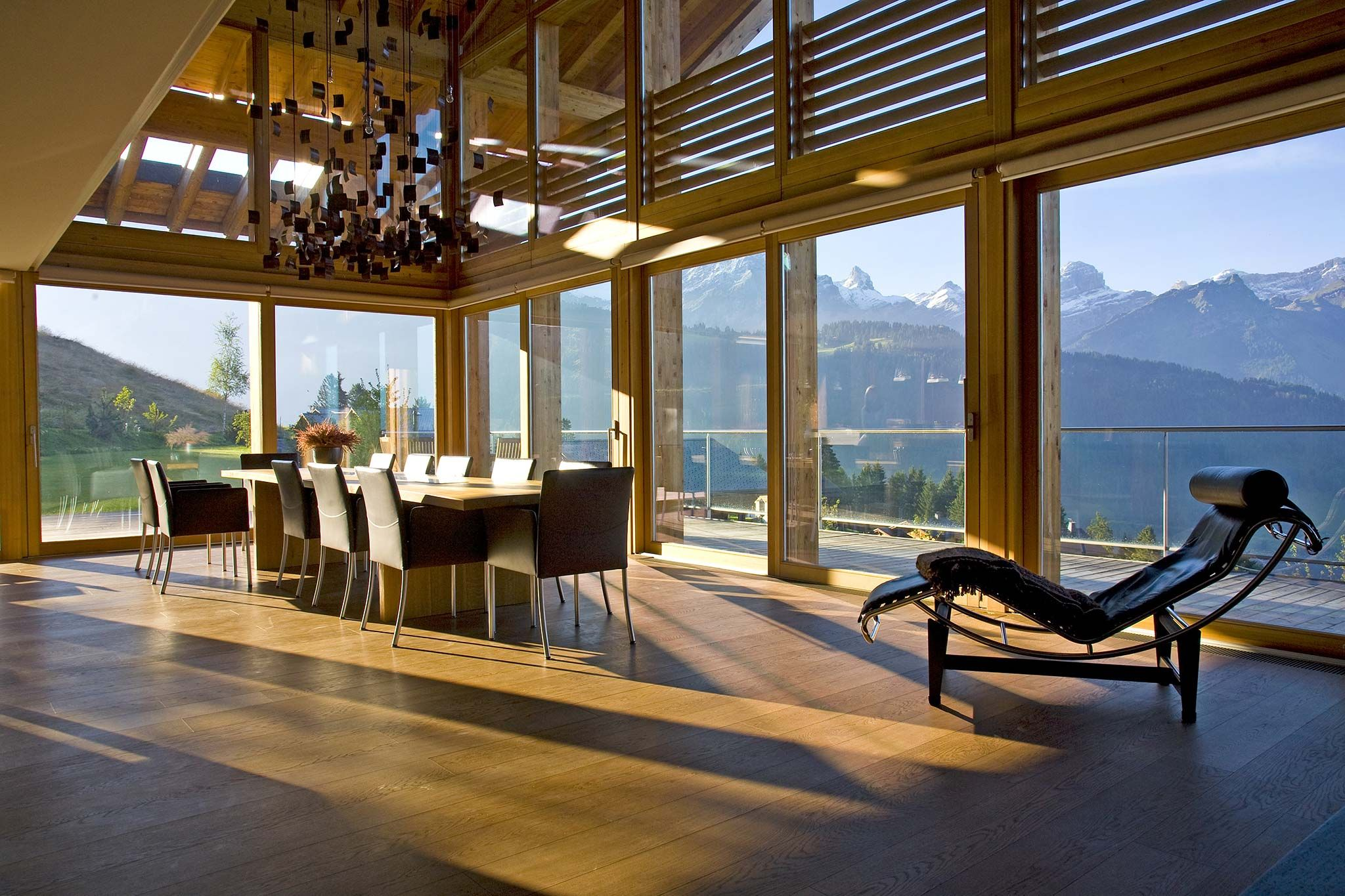 Luxury interior styling for ski chalet by callender for Moderne skihotels