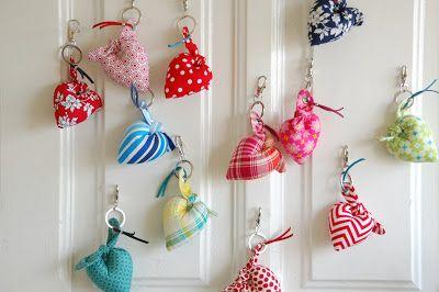 handmade keyring hearts at Pregoaria Nacional Blog