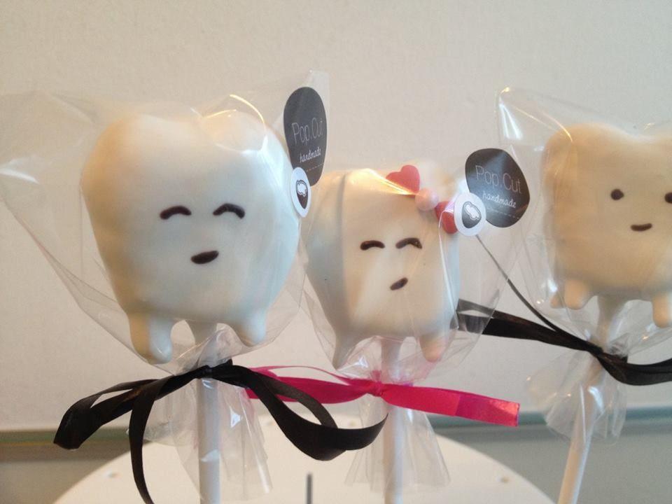 Cake Pops in Form von Zähnen als Überraschung für eine Zahnärztin!