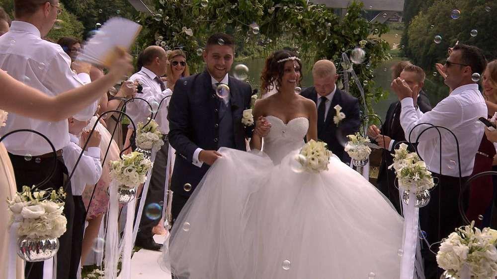 1985145218 Frisch Vermaehlt Andreas Und Daniela Aus Geretsried Haben Sich Bei Vox Sendung 4 Hochzeiten Und Eine Traumreise Bew Hochzeit Hochzeit Hotel Heiraten