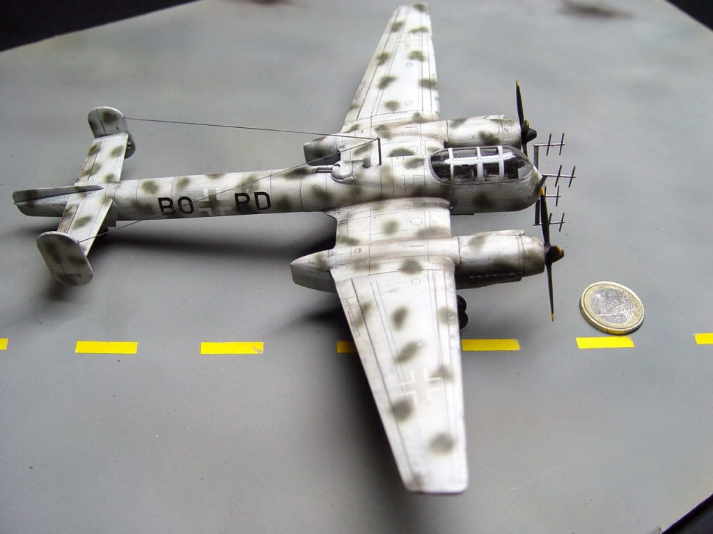 The Revell kit is a small jewel. Plenty of details, minimum amount of ejector pinmarks, no flash. It was painted with Tamiya colosr, with the mottling made freehand with an Iwata Eclipse airbrush.