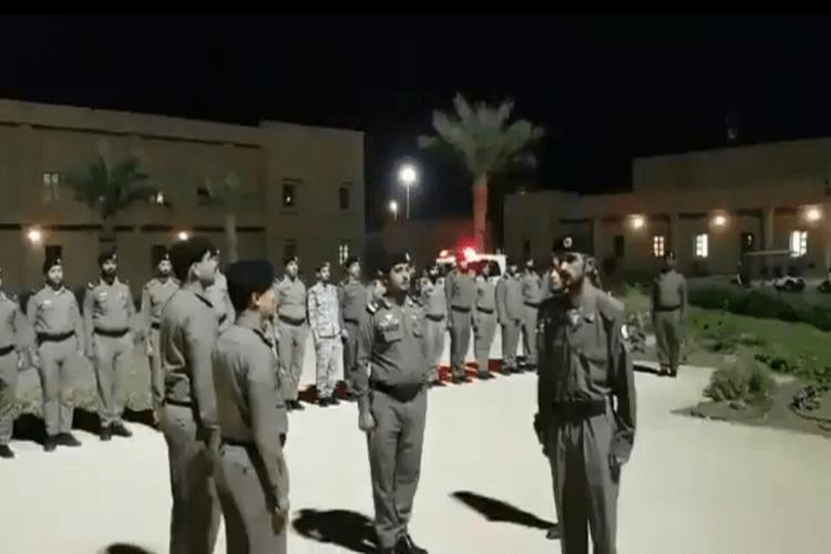 تجريد عسكري سعودي من بدلته بعد إدانته بتهريب سجين فيديو نشوان نيوز Proportion