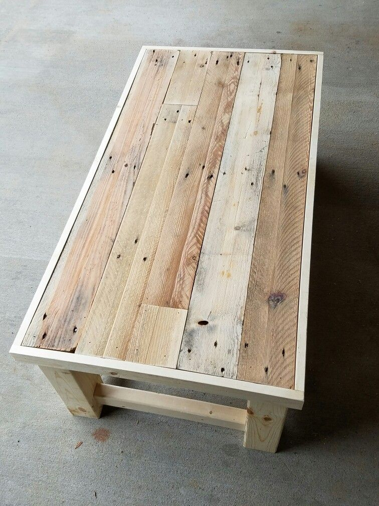 Reclaimed pallet wood top