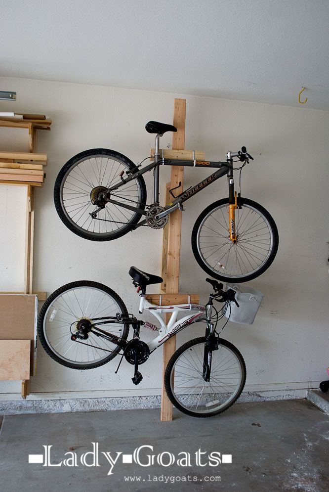 Simple cheap bike rack vincent pinterest rangement for Rack rangement garage