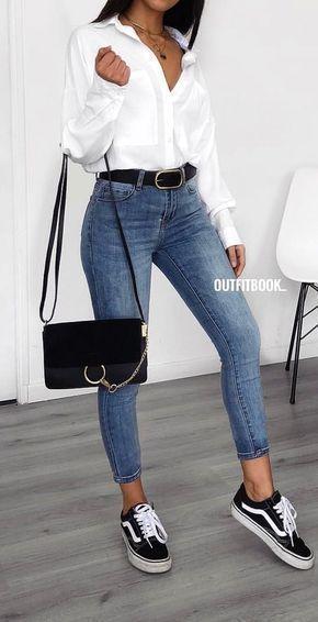 #spring #outfits femme en chemise blanche à manches longues, jean en denim bleu ...,  #blanch...