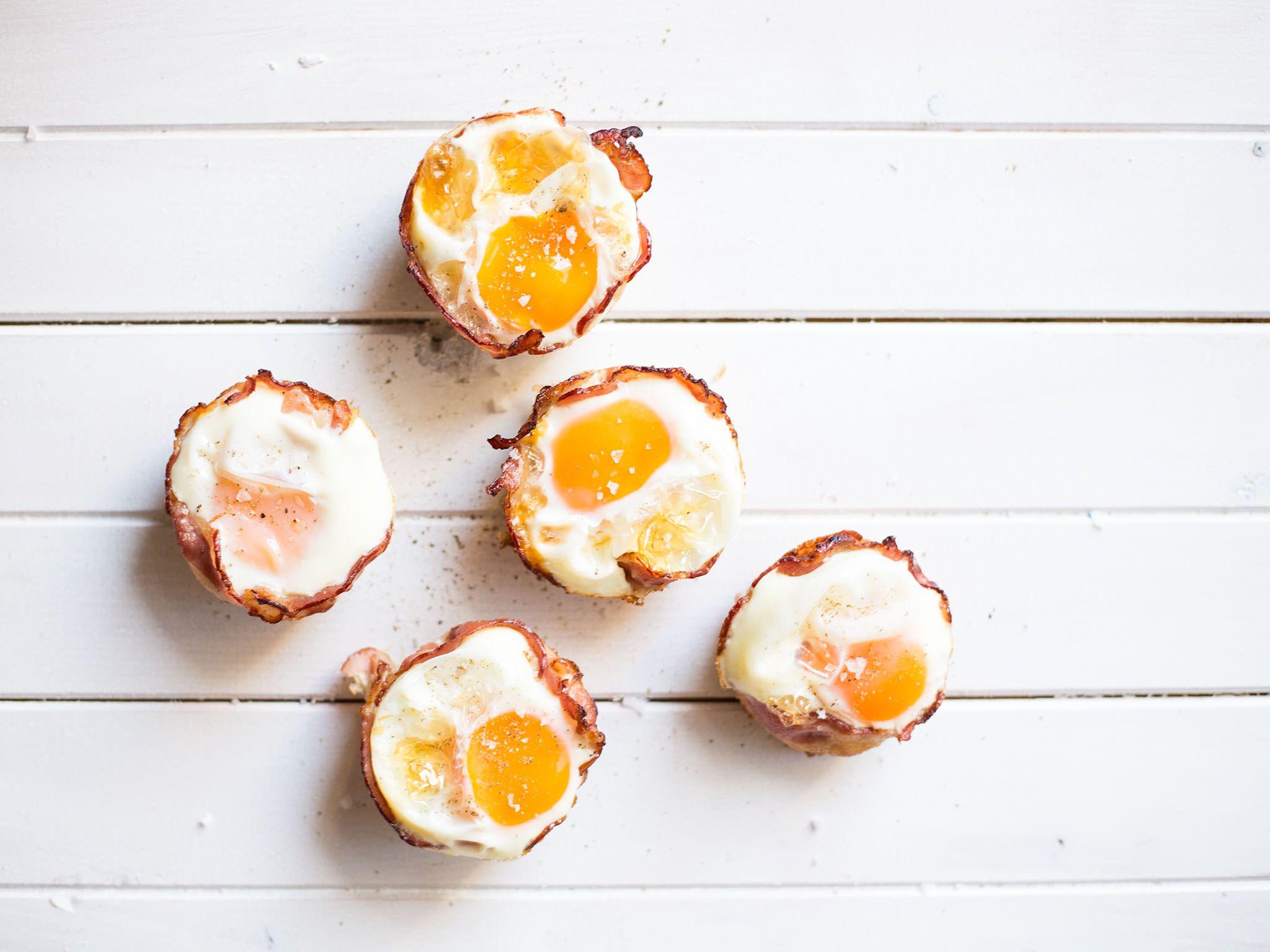 Pikante Eier-Muffins mit knusprigem Speck: Rezept | Kitchen Stories