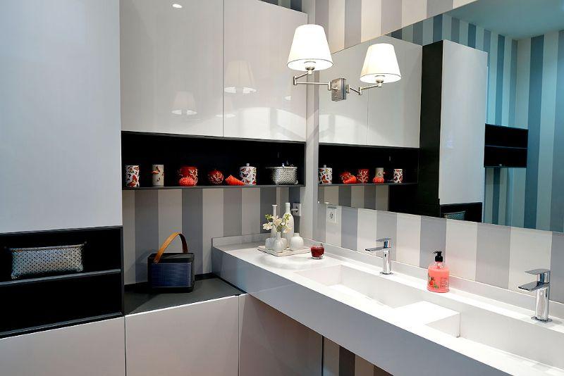 Reforma baño. Vinilo decorativo en paredes, mobiliario ...