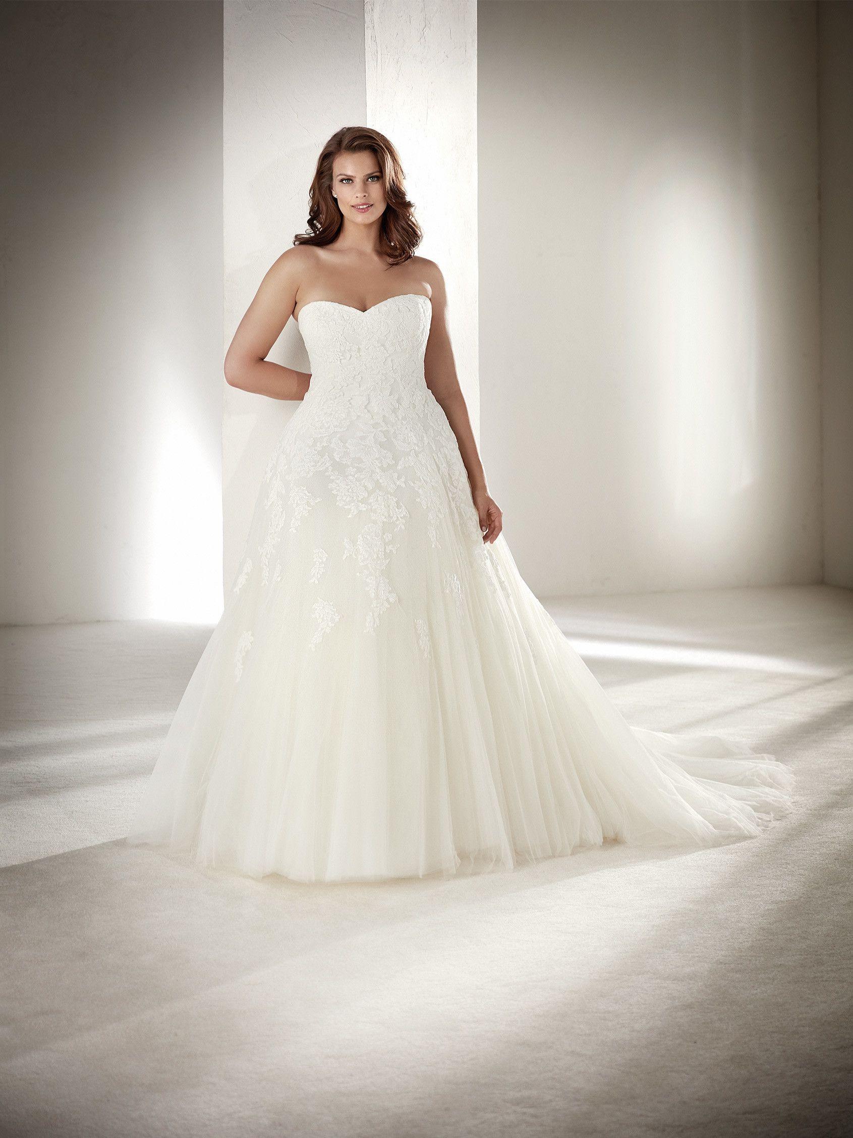 Wedding dress plussize ballgown pronovias collection
