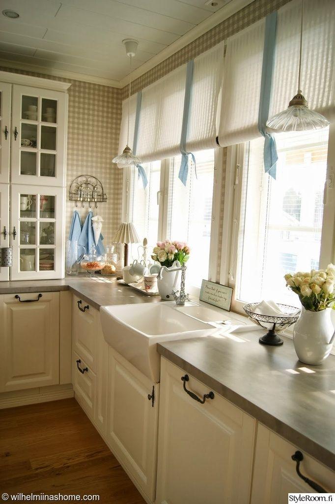 keittiö,maalaishenki,keittiön tasot,keittiön pikkutavarat,maljakot,verhot,maa