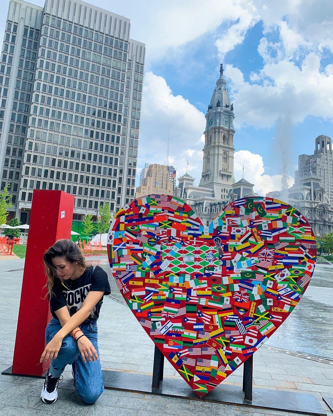 PHILADELPHIA ❤️ Más igualdad, más esperanza, más humanidad, más orgullo, más aceptación, más AMOR 💛 Happy sunday to the world ✨ #phily #philadelphia #love #equality #hope #humanity #pride #zoomnike