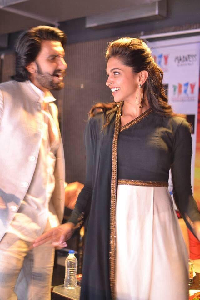 Deepika Padukone And Ranveer Singh Promote Ram Leela Bollywood Actress Hot Photos Bollywood Fashion Bollywood Actress