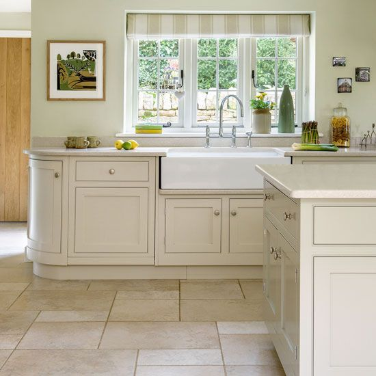 Traditional cream kitchen with Shaker cabinetry | Kitchens, Baths ...