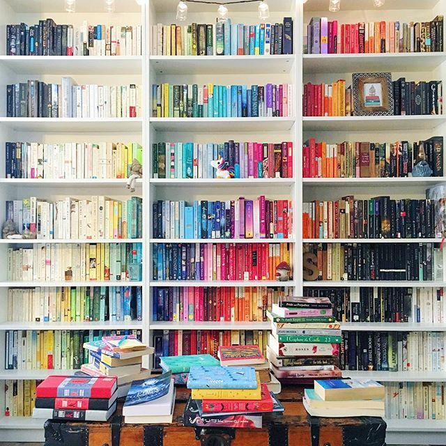 Stylish Ideas For Arranging And Organizing Bookcases: Rainbow Bookshelves Are The Easiest Way To Beautify Your