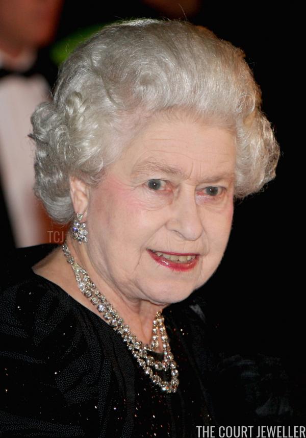 The Nightly Necklace Queen Elizabeth Ii S Diamond Festoon Necklace The Court Jeweller Queen Elizabeth Elizabeth Ii Her Majesty The Queen