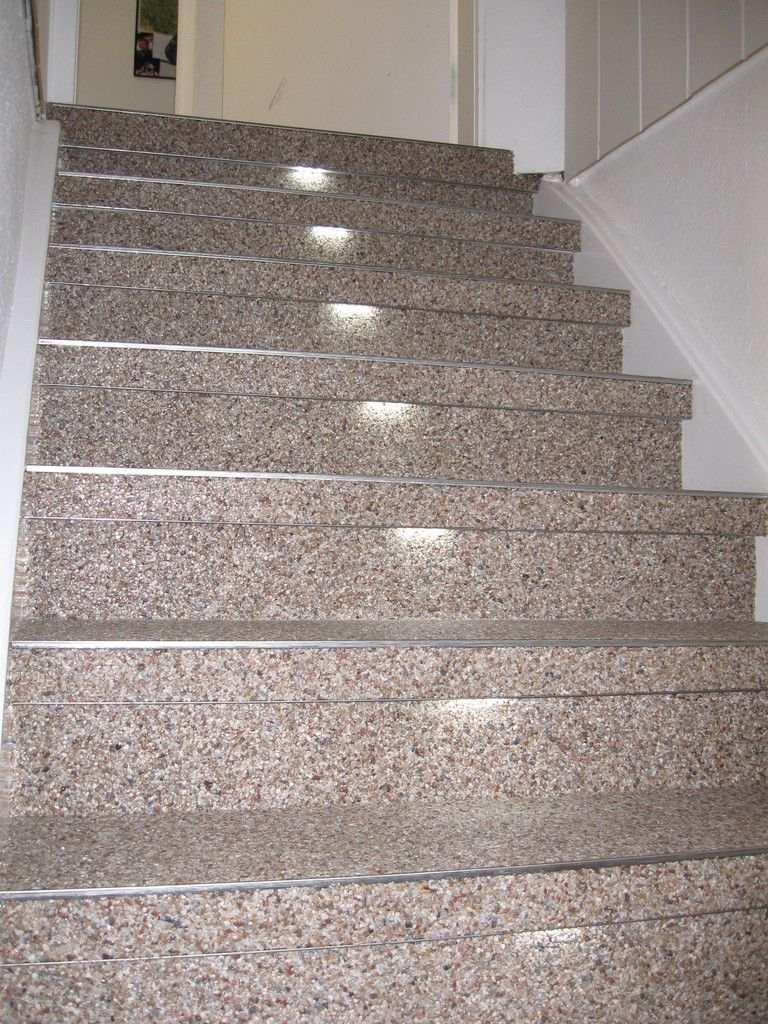 treppenrenovierung mit marmor steinteppich auf holztreppe mit led beleuchtung gdzie. Black Bedroom Furniture Sets. Home Design Ideas