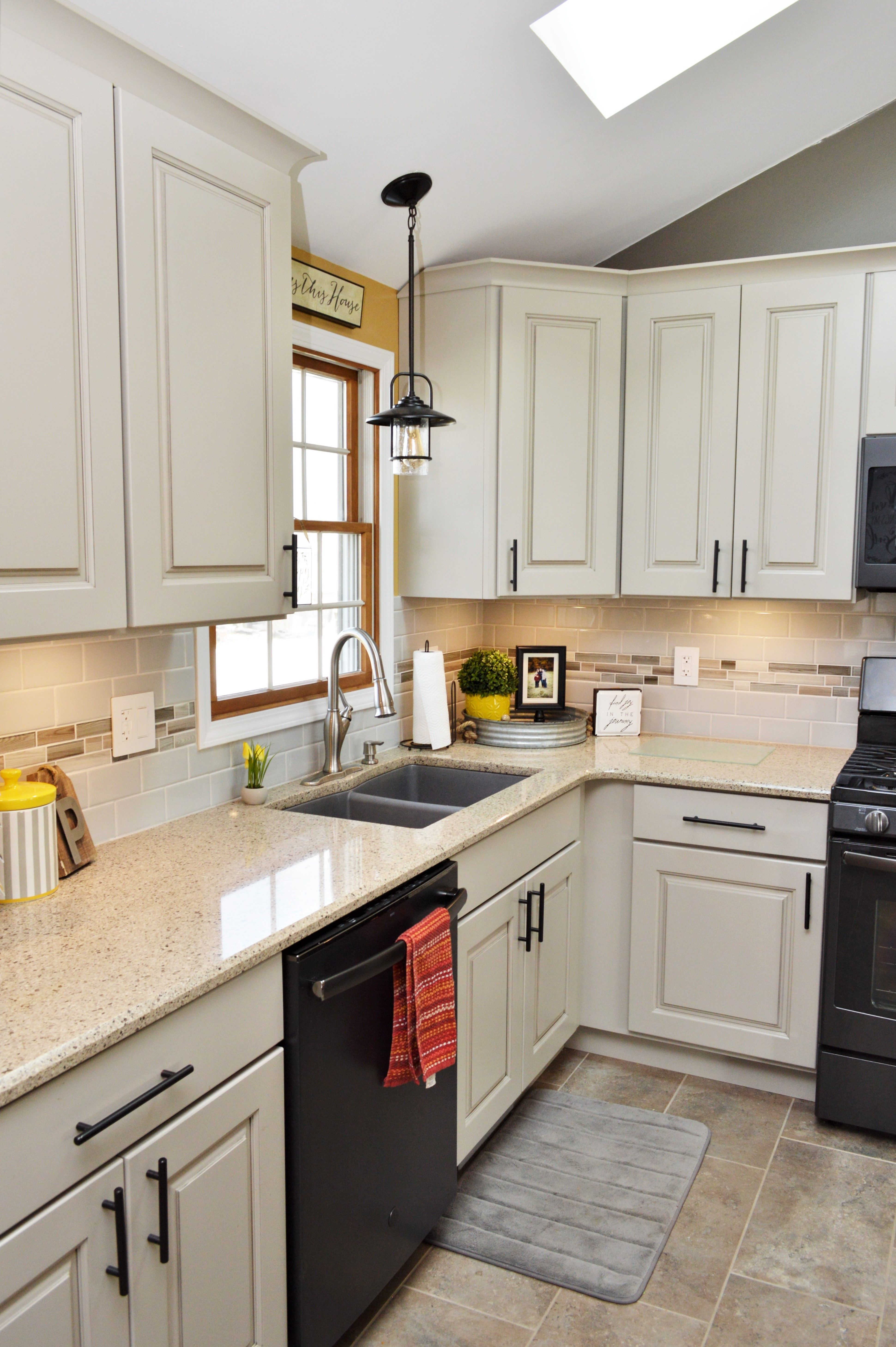 Bailey S Cabinets Haas Signature Collection Dover Door Style Maple Urban Dream Finish Countertop Viatera Kitchen Remodel Kitchen Tops Maple Cabinets