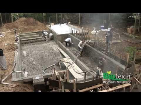 Installation d 39 une piscine naturelle bioteich youtube - Autoconstruction piscine naturelle ...